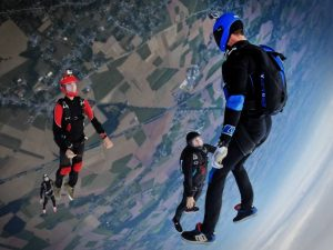 skydiving people