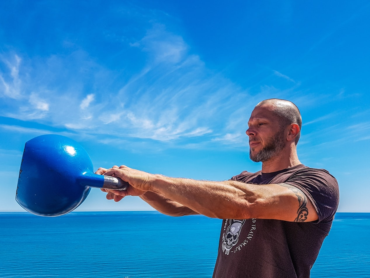 man training with kettlebell